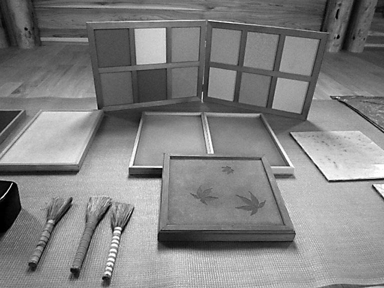 写真2 日々作成している土と道具のサンプルたち