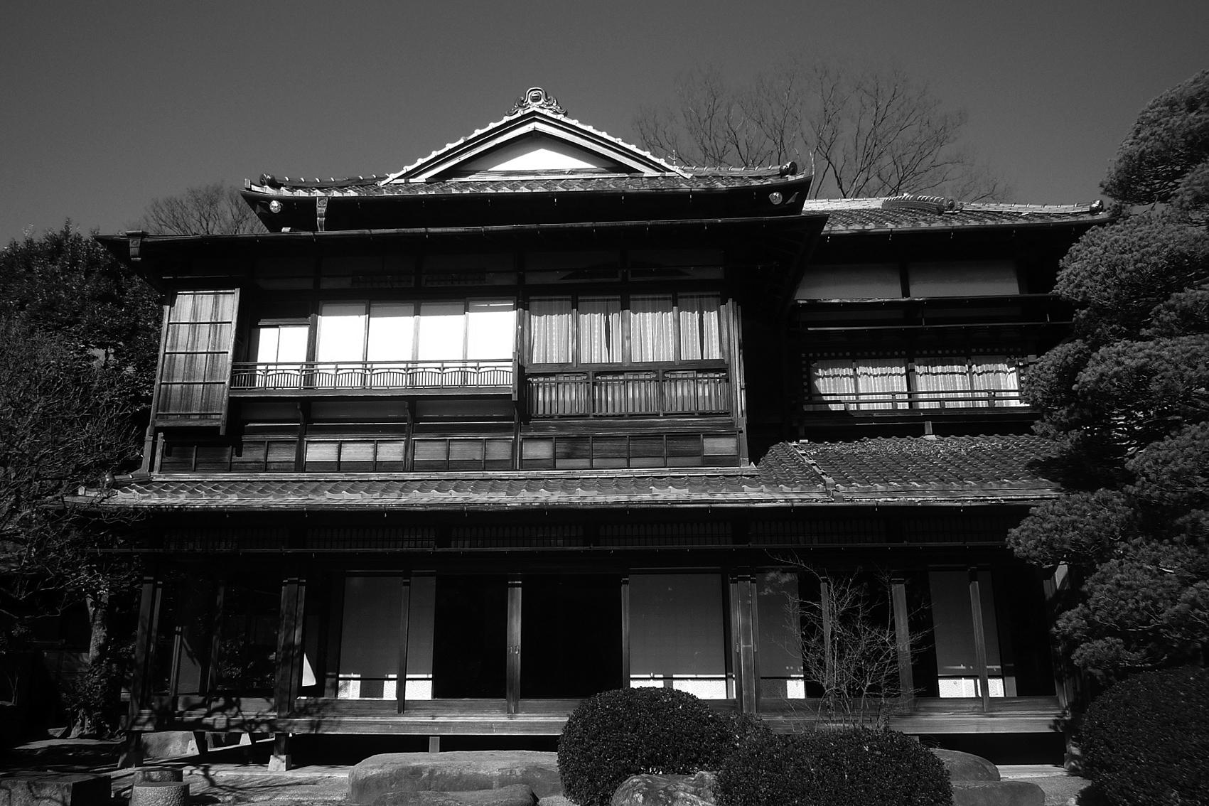 写真2 近代和風の入母屋(遠山記念館)